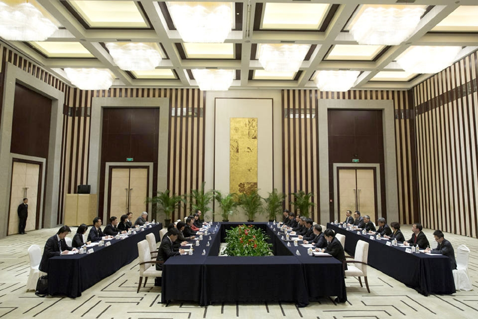 China,Taiwan in first govt talks