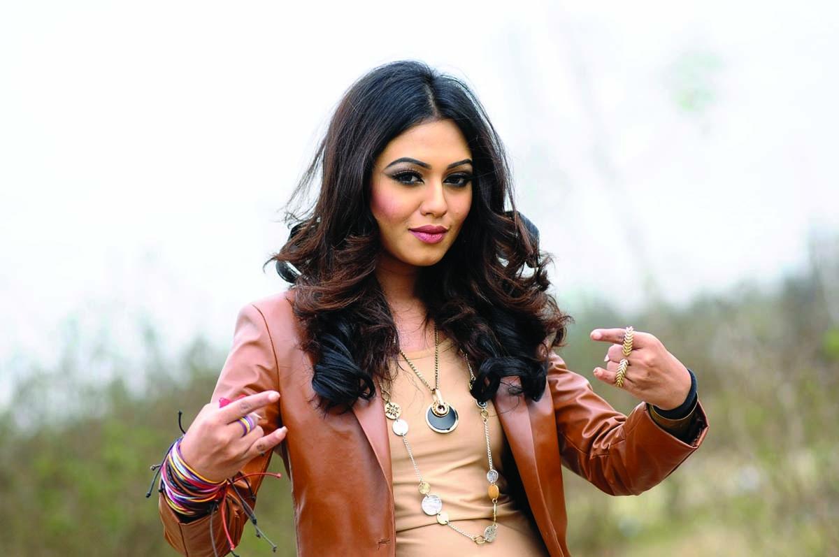 Nushrat Faria as model under Mahfuz's direction