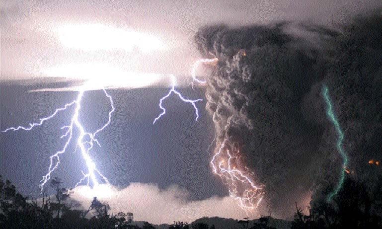 Scientist solves mystery of green lightning
