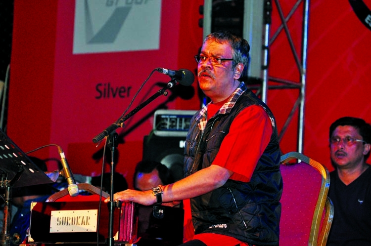 Srikanto Acharya performs in city
