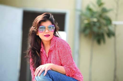 Rosy Siddiqui with Pancho Nari Akkhyan