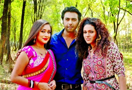 Romana-Apurbo-Emi together for first time