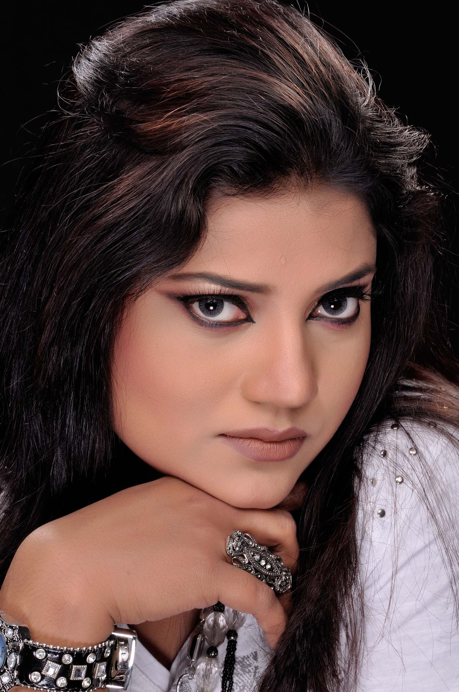 Sanya Sabrin's solo album released