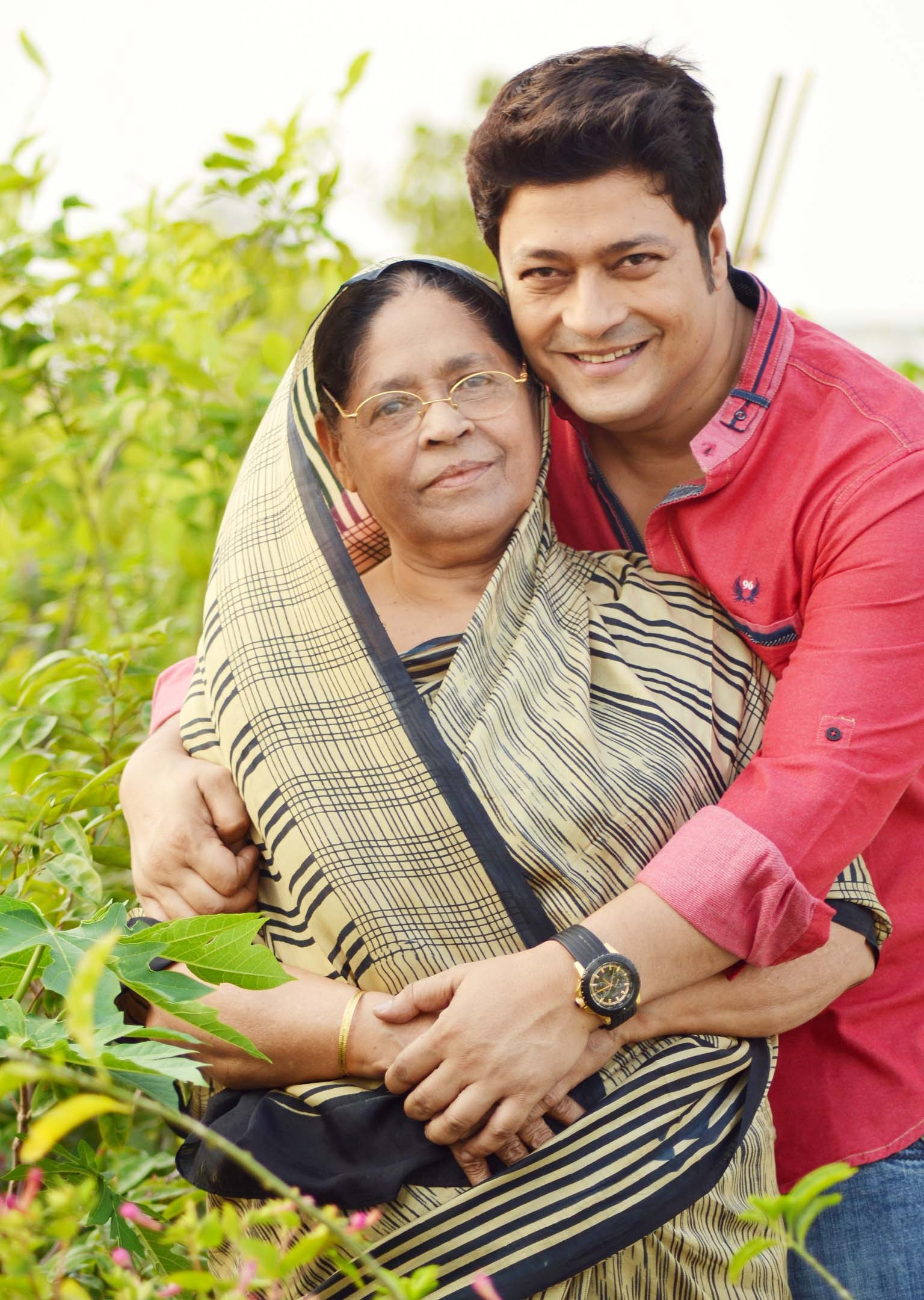 Ferdous' mom to get special honour on Mother's Day