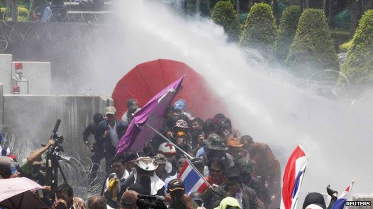 Thai police fire teargas at protesters