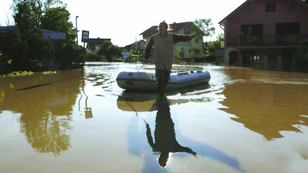 Balkan floods threaten Serbia power plant