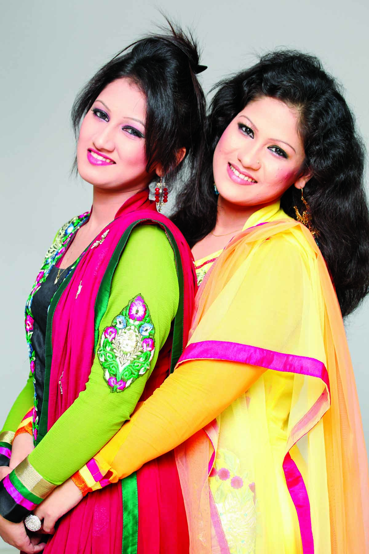 Two sisters to render song with Kumar Shanu