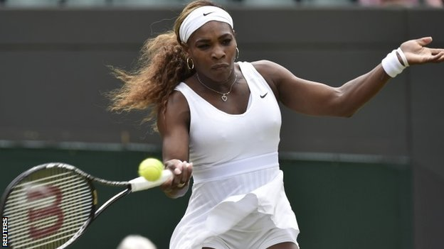 Serena Williams powers into third round