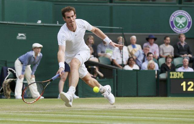 Andy Murray beats Roberto Bautista Agut at Wimbledon