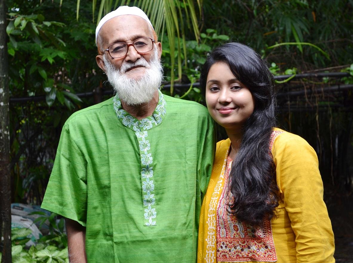 Farhana Mili meets ailing Hason Ratno