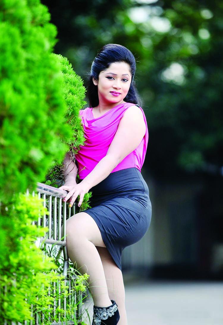 Jaanvi Chowdhury Height, Weight, Age, Body Measurement, Wedding, Bra Size, Husband, DOB, instagram, facebook, twitter, wiki