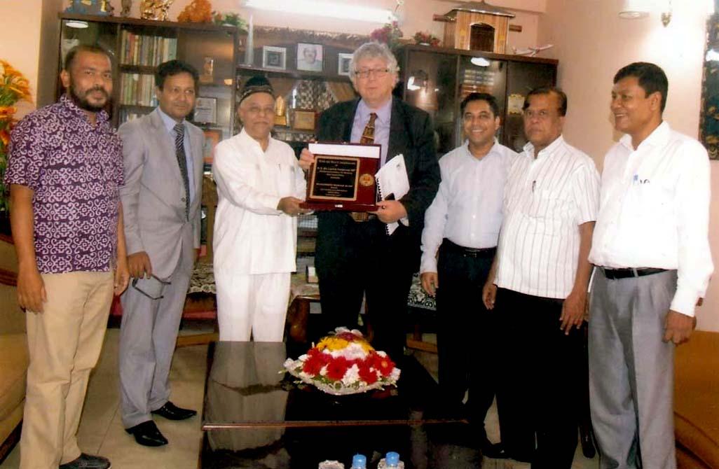 CCC Mayor Alhaj M Monzoor Alam presenting crest to Australian