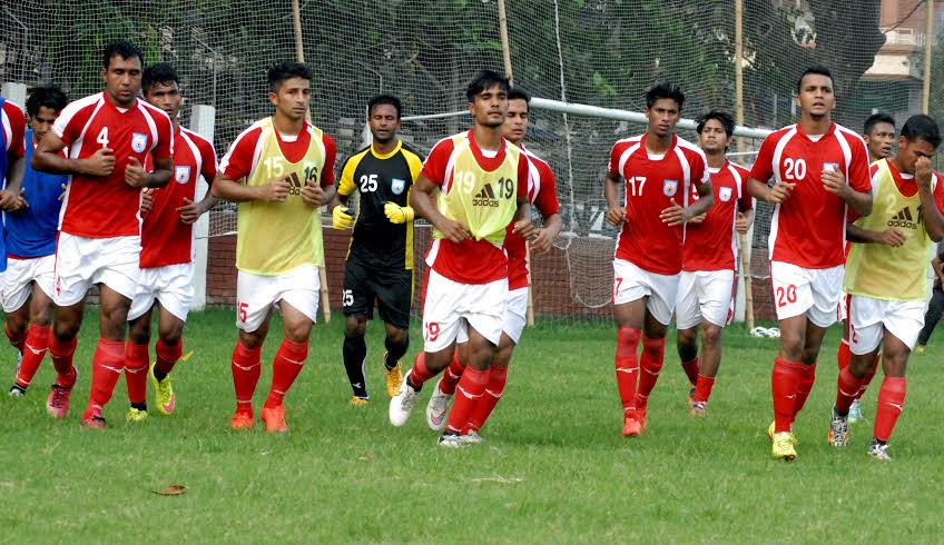 501e25e2e Members of Bangladesh National Football team during their practice session  at the Sheikh Jamal Dhanmondi Club Limited Ground on Tuesday.