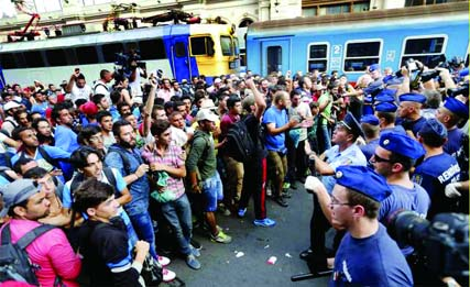 Protest over ban on Hungary rly station