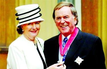 Veteran broadcaster Sir Terry Wogan dies