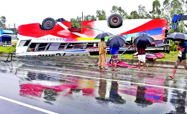 3 killed in Ctg road accidents