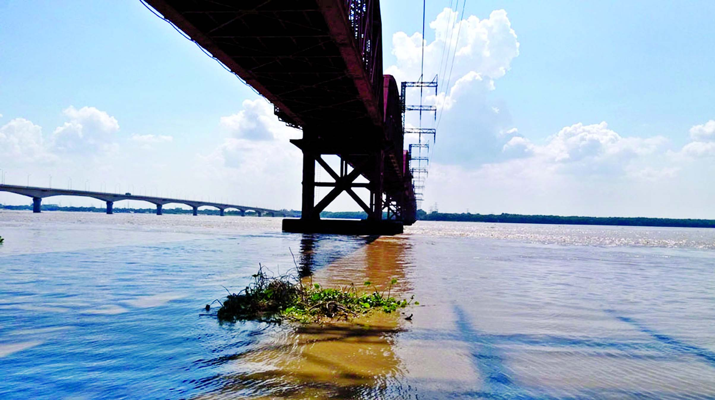 Photo shows flood water in the dry riverbed under Hardinge Bridge as water level in Padma River went up after India opened all the sluice gates of Farakka Barrage. This photo was taken on Saturday.