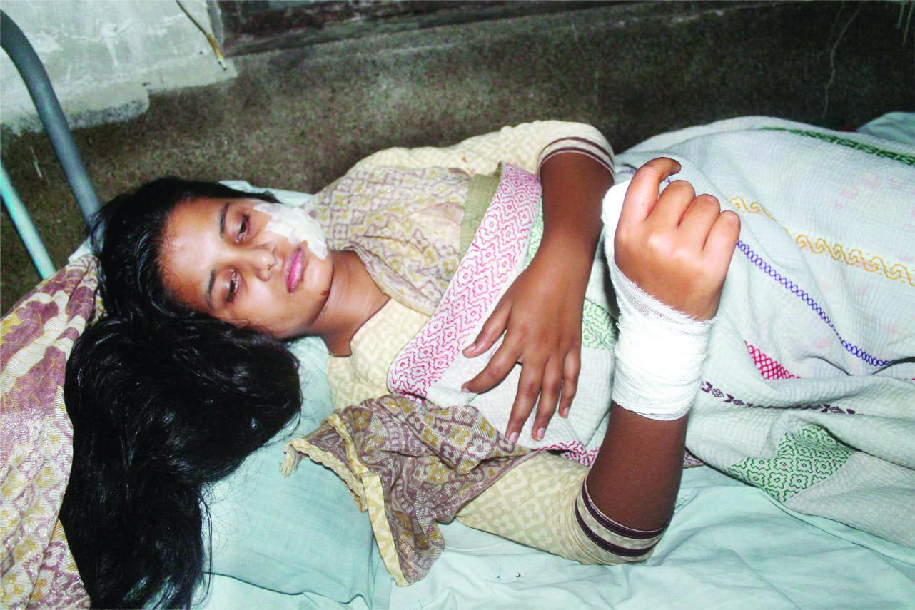 Schoolgirl stabbed by stalker in Jhenaidah