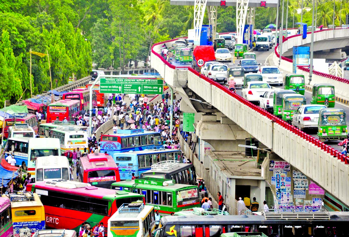 Thousands of vehicles being stuck up as city experienced huge traffic gridlock on streets as well as flyovers on Thursday. This photo was taken from Gulistan area.