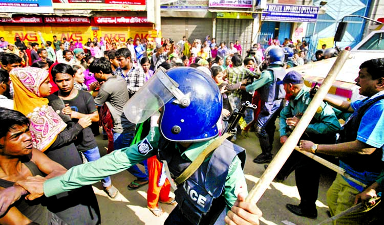 RMG workers clash with cops in Mirpur
