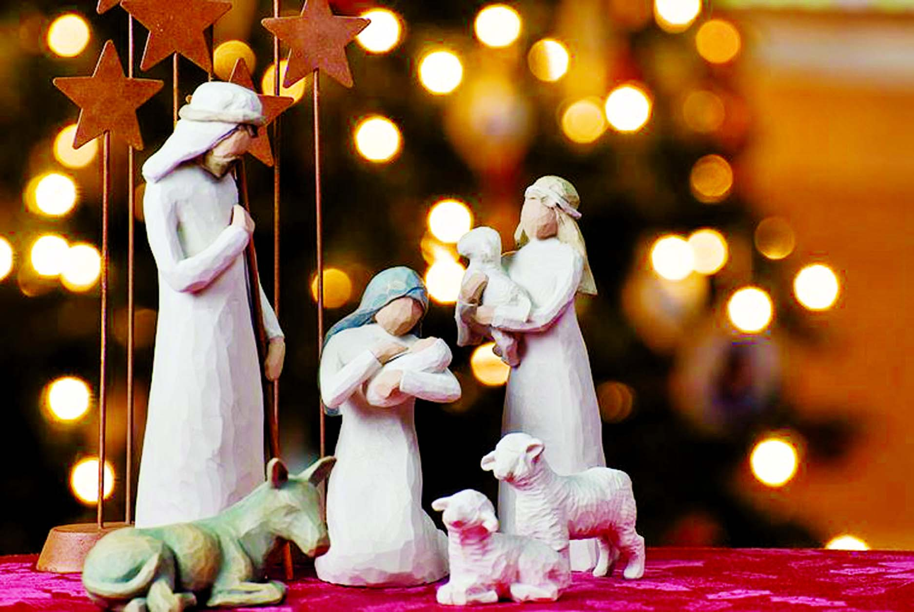 Most of the Christmas  decorations  comprise of the colours red, green, golden and white, and they signify important things in Christ's life.