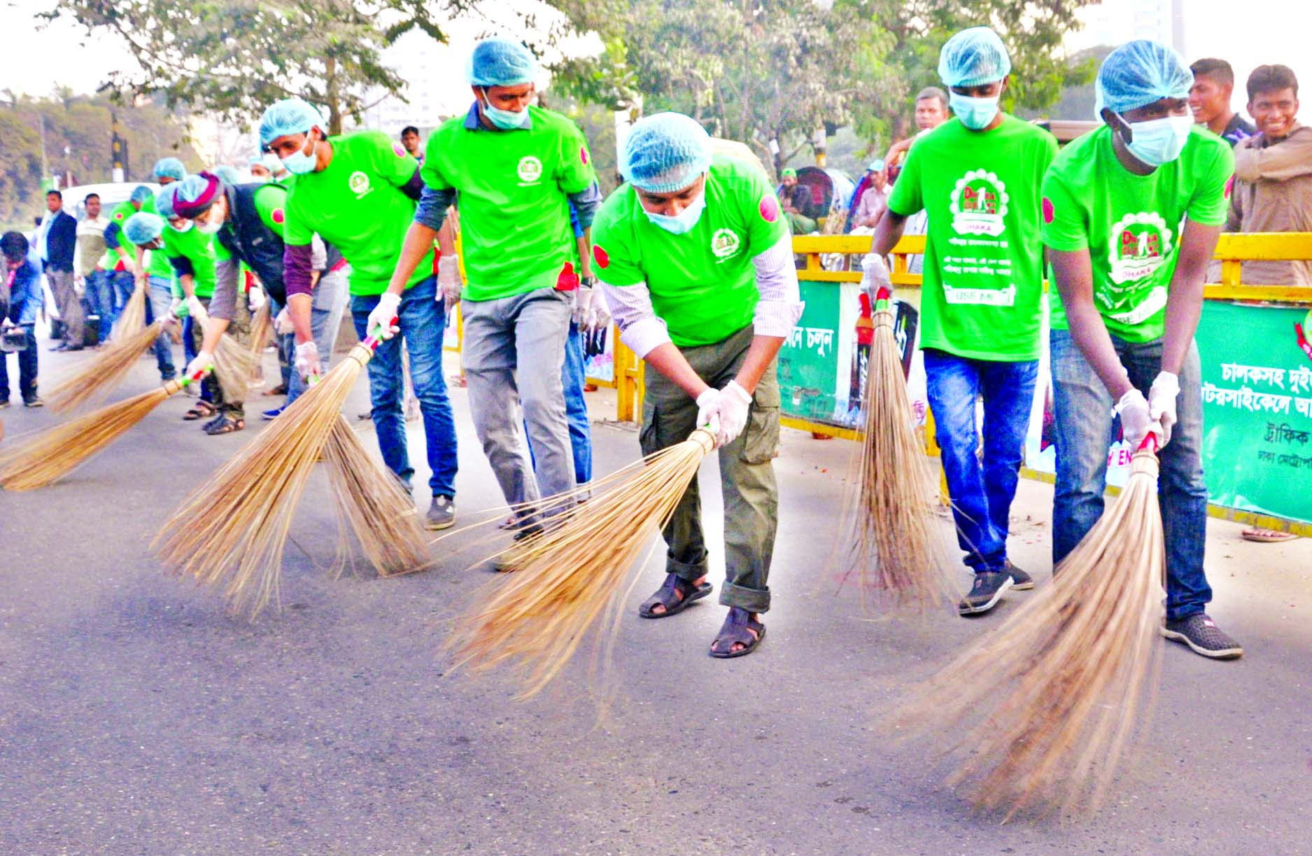 `Dhaka Clean` conducted a cleanliness drive from the city`s Bijoy Swarani to Shahbagh on Friday.