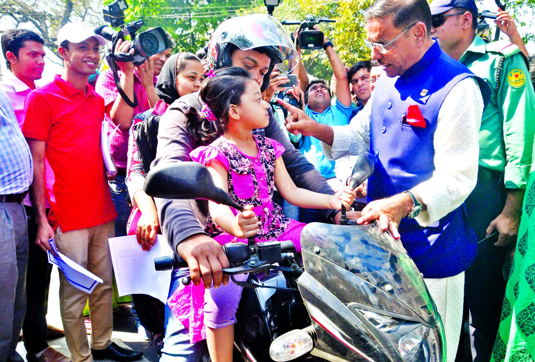 Road Transport and Bridges Minister Obaidul Quader observing the proceedings at the BRTA mobile court against the violation of traffic rules in city