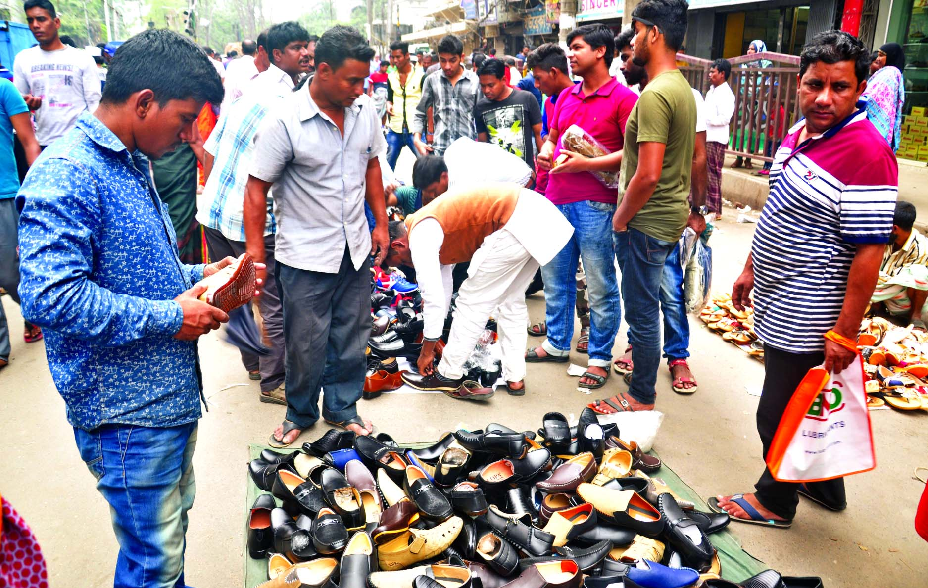 Hawkers occupied the streets in Gulistan area during office time defying Dhaka South City Corporation order. This photo was taken on Thursday.