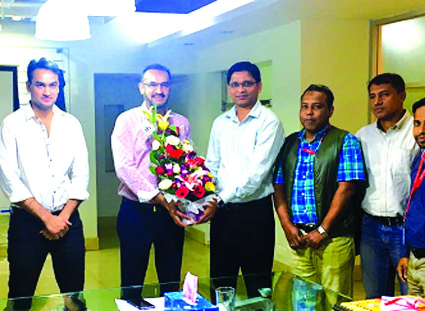 AJM Sajedur Rahman, Managing Director of IDS Address Maker Limited congratulates Md Idris Shakur, Managing Director of Fashion Forum Limited for achieving CIP card (Export), 2013. Mohd Arshad DMD, Fashion Forum Ltd and other officials were present on the occasion.