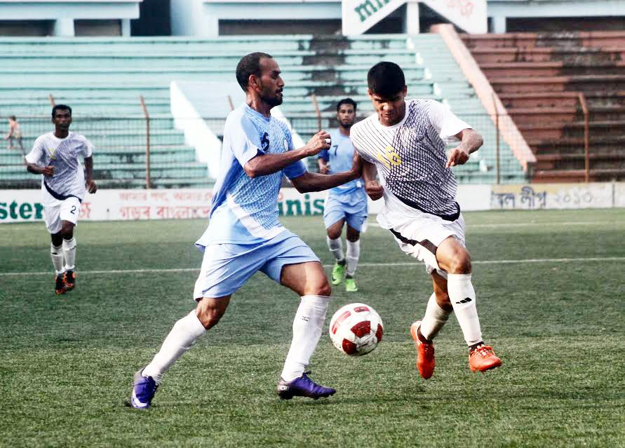 A scene from the Dhaka Mahanagori Saif Power Tec Senior 1st Division Football League match between Dhaka Wanderers Club and PWD Sporting Club at the BSSSM Mostafa Kamal Stadium in Kamlapur on Monday. PWD Sporting Club won the match 2-1.