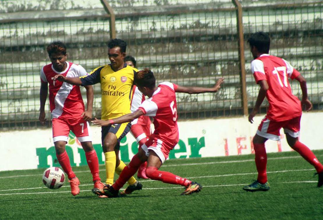 A moment of the match of the Saif Power Tec Dhaka Metropolis Senior Division Football League between Wari Club and Friends Social Welfare Organization at the Bir Shreshtha Shaheed Sepoy Mohammad Mostafa Kamal Stadium in Kamalapur on Wednesday.Wari Club won the match  2-1.