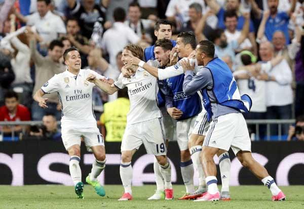 Ronaldo hat trick puts Madrid into Champions League semis