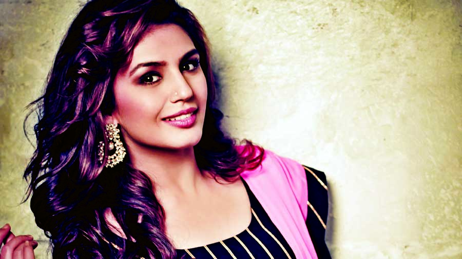 Priyanka Chopra, Deepika Padukone are my seniors, wrong to compare us: Huma Qureshi