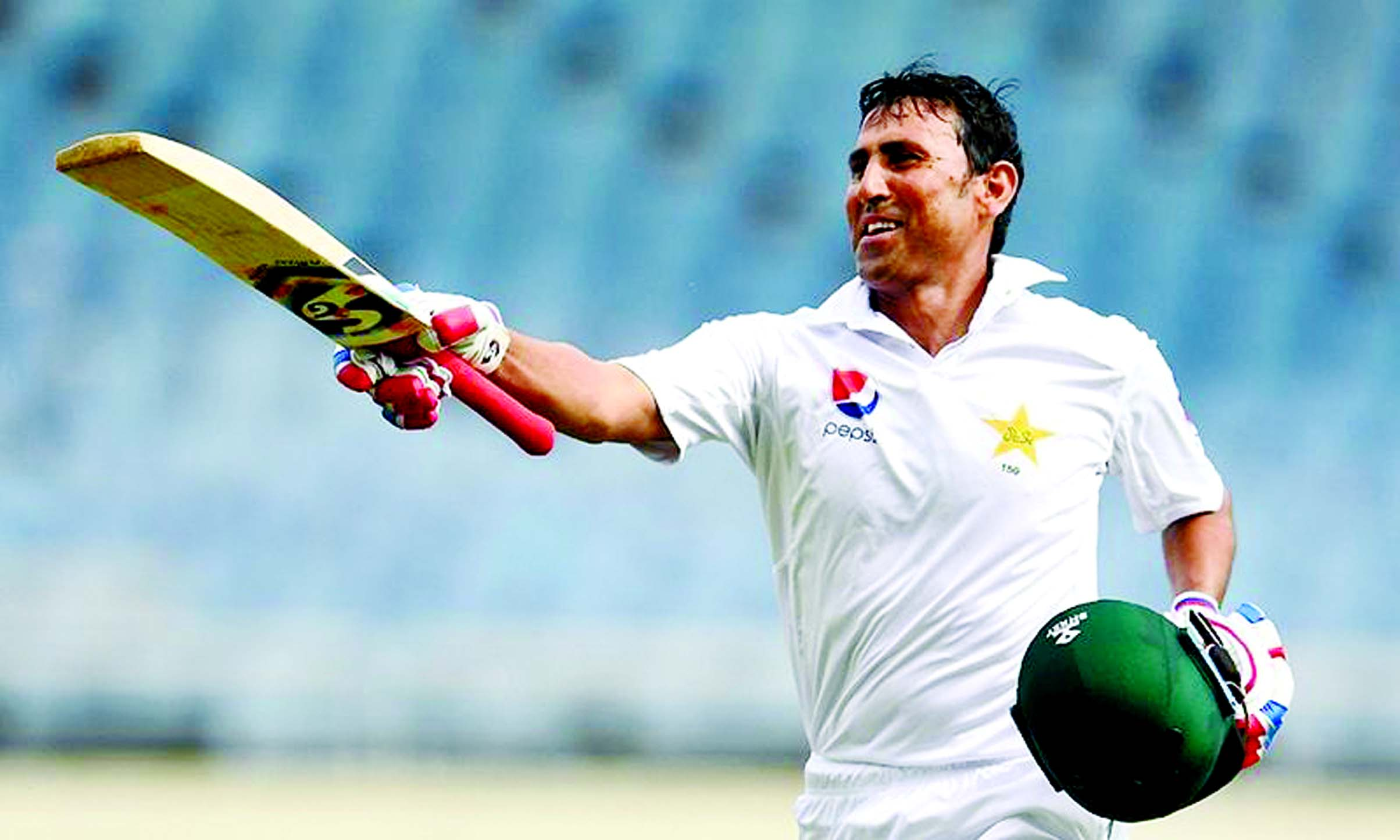 Younis becomes first Pakistani to score 10,000 runs in Test cricket