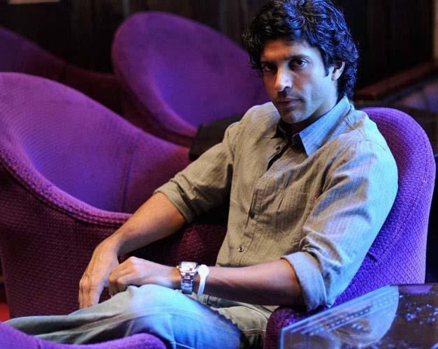 Farhan Akhtar endures the heat with a Gumchha