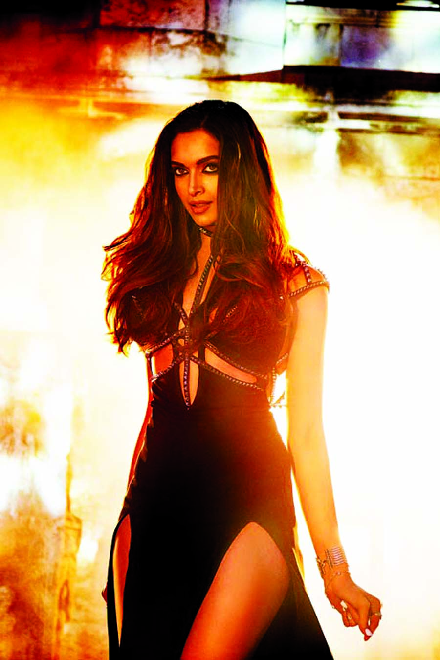 Deepika soaring the heat in Raabta title track