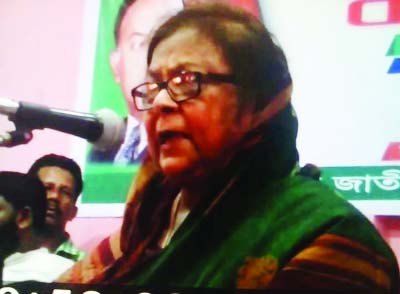 KISHOREGANJ: BNP Vice- President and former minister Selina Rahman addressing a workers' meeting of Kishoreganj District at Utsab Communitee Centre on Thursday noon.