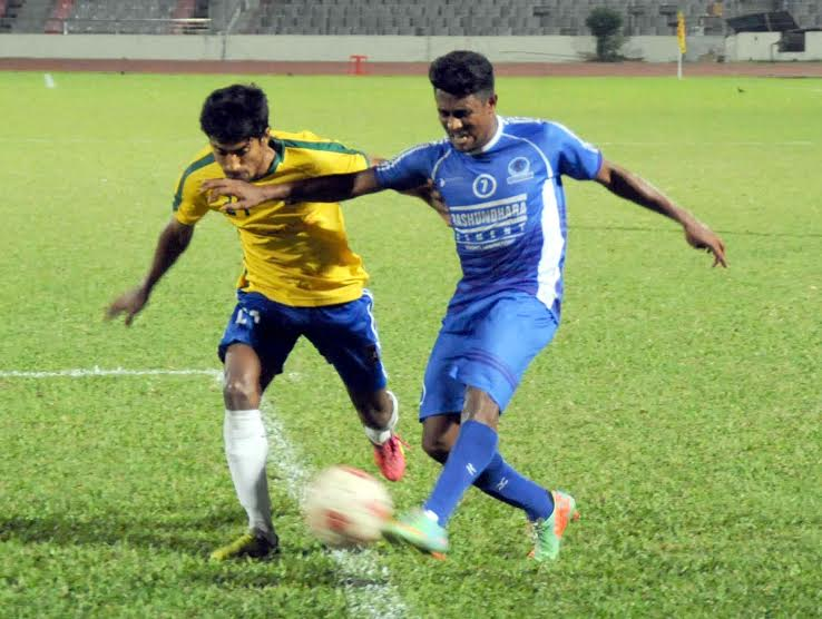 A moment of the match of the Walton Federation Cup Football between Sheikh Jamal Dhanmondi Club Limited and Sheikh Russel Krira Chakra Limited at the Bangabandhu National Stadium on Friday. Sheikh Jamal Dhanmondi Club Limited beat Sheikh Russel Krira Chakra limited by 4-1 goals in the tie-breaker.