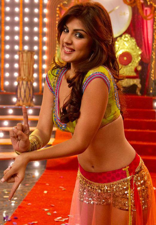 Rhea Chakraborty snips her long tresses for Half Girlfriend!