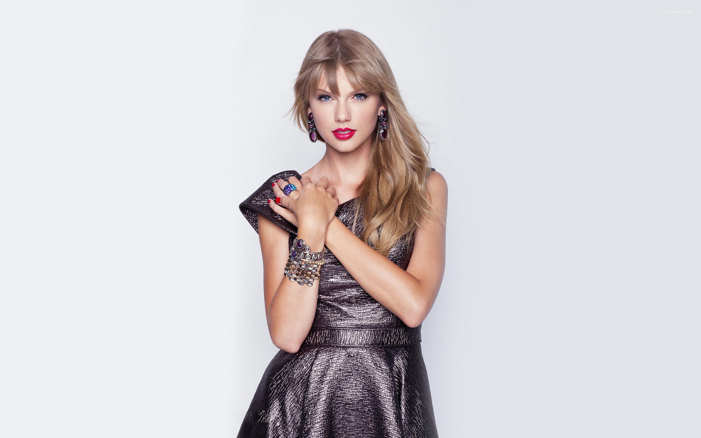 Taylor Swift goes to Gigi Hadid for advice