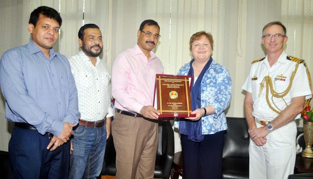 CCC Mayor AJM Nasir Uddin presenting crest to Australian High Commissioner to Bangladesh Julia  Niblett at his office yesterday.