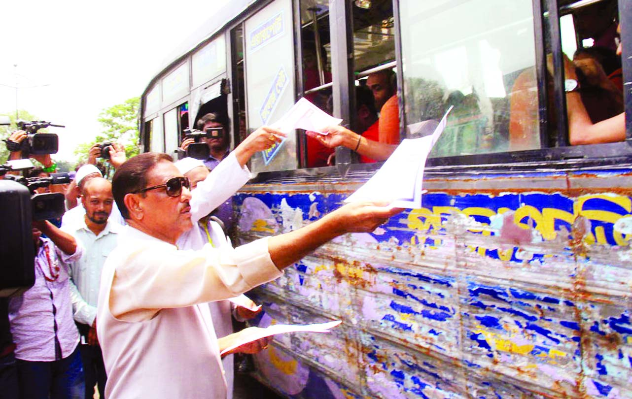 Road Transport and Bridges Minister Obaidul Quader distributing leaflets while visiting the ongoing mobile court activities against rough driving of vehicles at city's Airport Road on Tuesday.