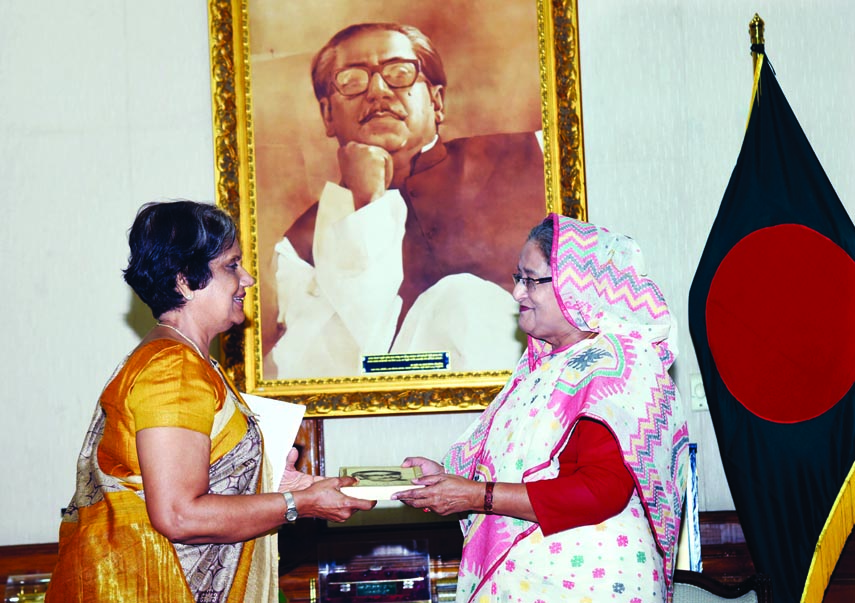 Kumaratunga calls on PM