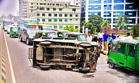 A tempo turned turtle on Mayor Mohammad Hanif Flyover injuring eight passengers as its driver was driving the vehicle desperately on Sunday.