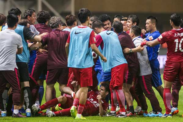 In this on Sunday Shanghai SIPG players (laying) and Guangzhou R&F players, blue jersey, tussle after Shanghai's Oscar was tackled on the ground, during their Chinese Super League match in Guangzhou in South China's Guangdong province. Former Chelsea player Oscar sparked a bench-clearing tussle in the Chinese Super League game between Shanghai SIPG and Guangzhou R&F on Sunday after twice kicking the ball into players at close range.