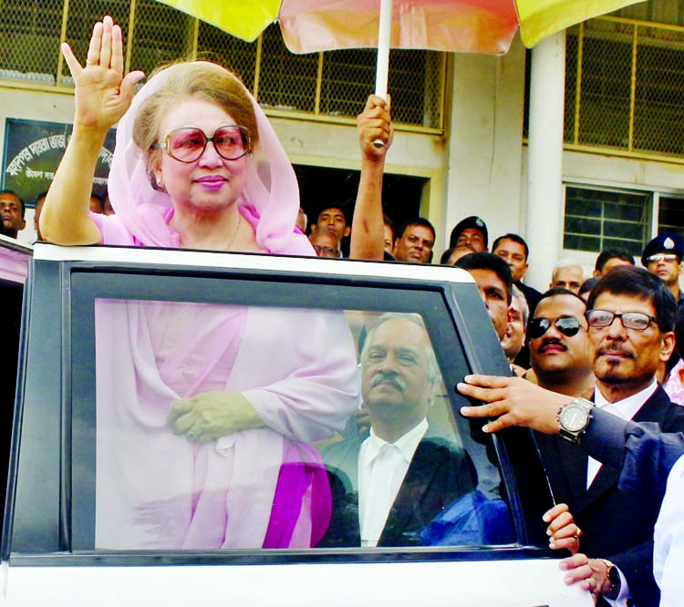 BNP Chairperson Begum Khaleda Zia waving people when she appeared before the special court on Zia Charitable and Zia Orphanage Trust Corruption Cases on the city's Bakshibazar Alia Madrasha premises on Thursday.