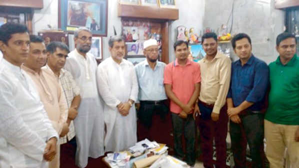 Journalists of Raozan Upazila working in the Port City called on  Chairman of the Parliamentary Standing Committee on Ministry of Railway ABM Fazle Karim Chowdhury at latter's  city residence at Pathergatha  on  Wednesday during Iftar time.