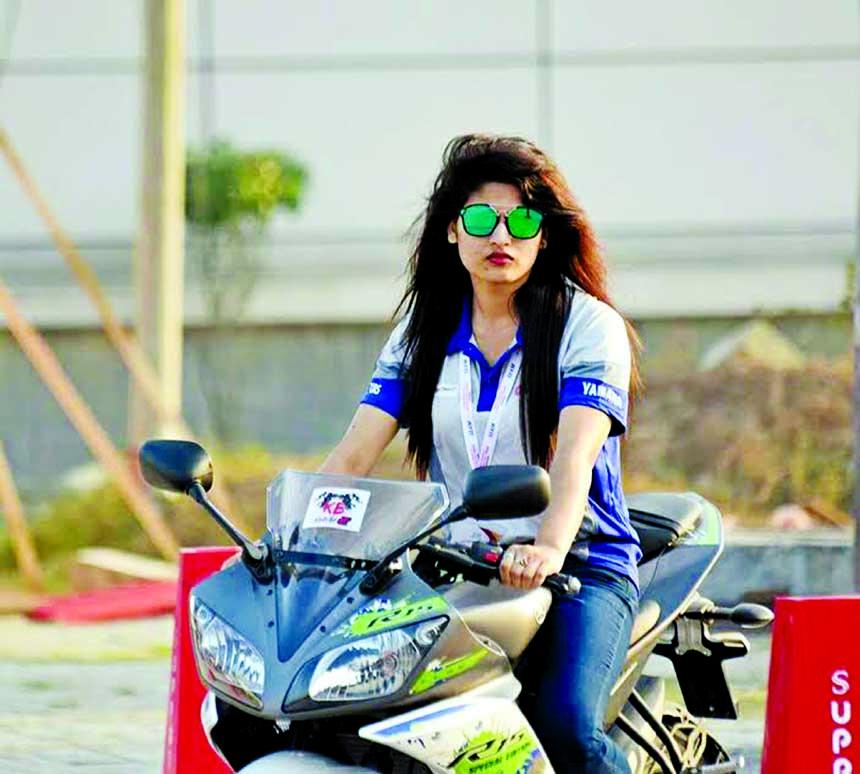 Avril, pioneer of BD's women motor biker