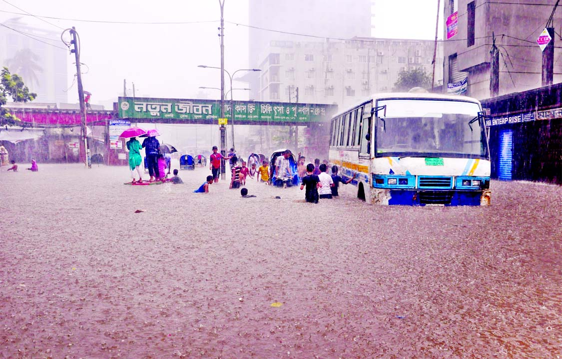 Major areas of the city went under water due to torrential rain causing sufferings to the dwellers yesterday. This picture was taken from city`s Dayaganj area yesterday.