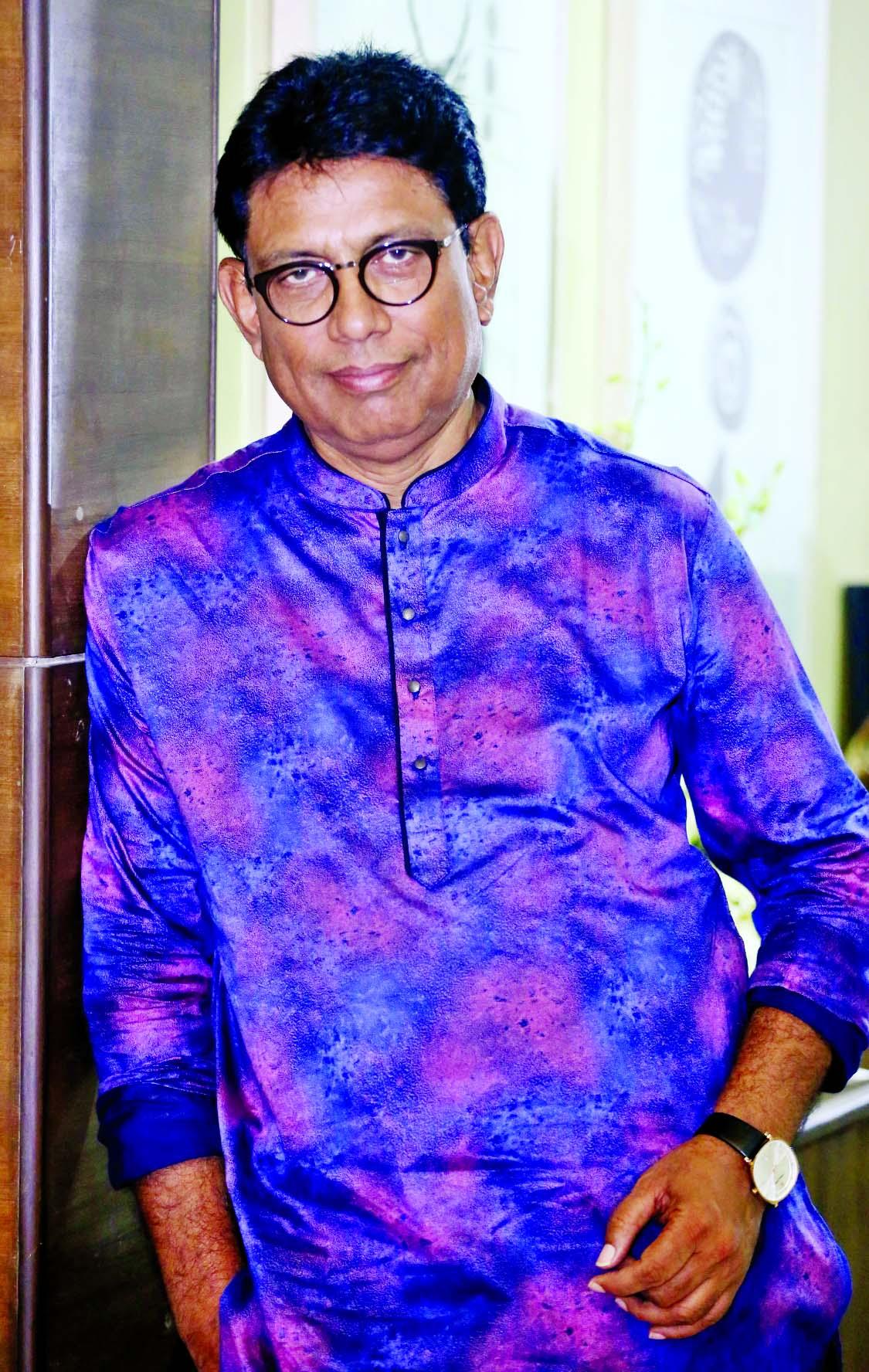 Afzal Hossain`s Dhak Bajlo Dhakai